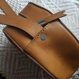 Madewell Bags - Madewell // marfa leather circle crossbody bag